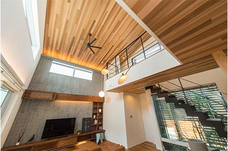 床材・天井材に天然木を使用