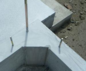 基礎立上げコーナー部分も工夫し強度を高めています